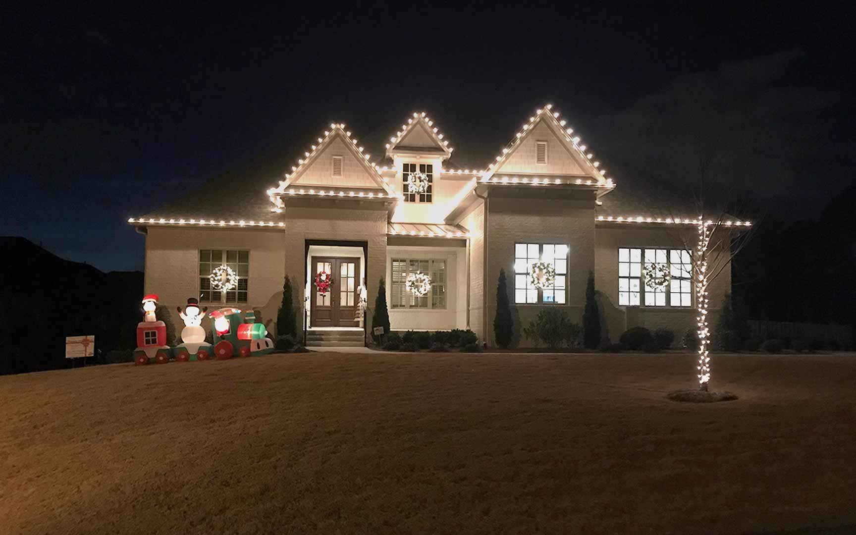 christmas-light-installation-in-Pelham.jpg